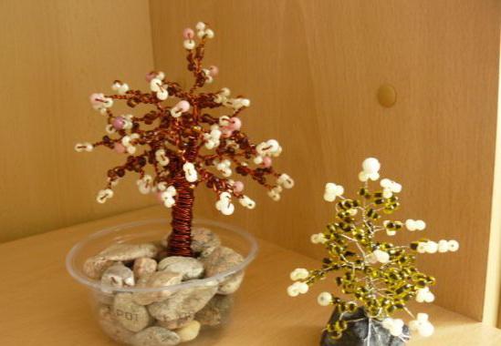 Я сажу свои бисерные деревья в горшки . . научиться плести из бисера деревья и цветы. . необходимо нарезать проволоки...