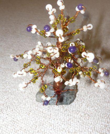 Мы сделали дерево из бисера своими руками.  Жулаем вам удачного творчества!