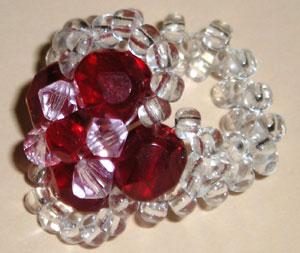 ...что Вы можете сами регулировать величину своего кольца из бисера, уменьшая или увеличивая количество бусин.