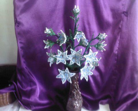 Колокольчики из бисера Мастер-класс.  Автор: Светик 15.  Колокольчики очень красивые и позитивные цветы...