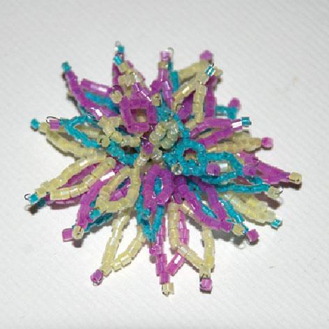 Объемный цветок из бисера на.