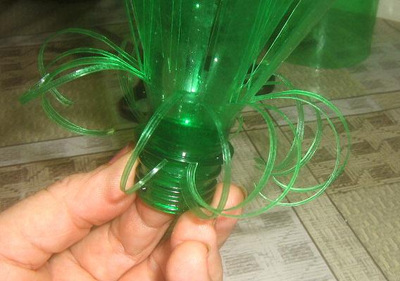 Цветок из пластиковых бутылок в домашних условиях