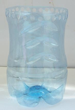 мастер-класс по изготовлению вазочки из пластиковой бутылки.