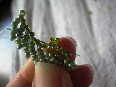 Земляничные листики из бисера