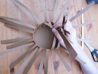 Плетем красивую корзину из картона
