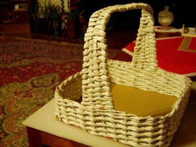 плетение ручки для корзины из газет