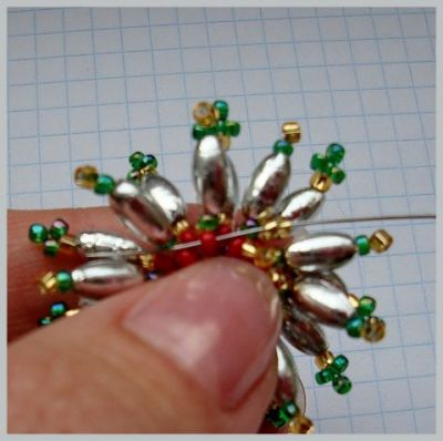 Цветочек из бисера - Звездун - и листик из бисера
