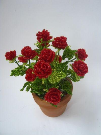 Куст роз из бисера
