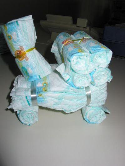подарок из памперсов Паровозик